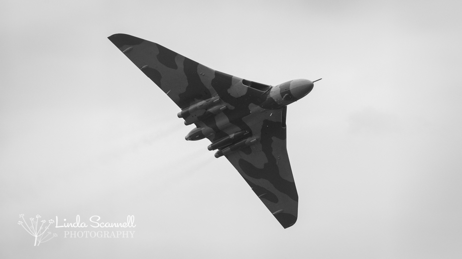 Vulcan XH558's final flight over Coventry