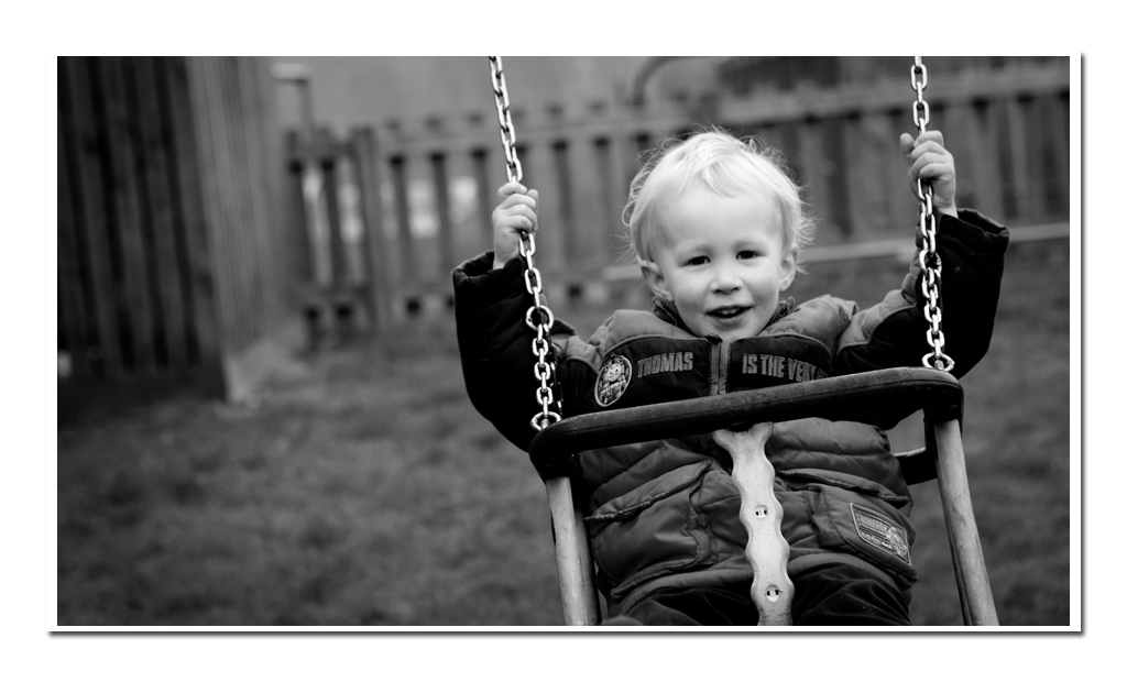 Childrens-Portraiture-Boy-on-swing