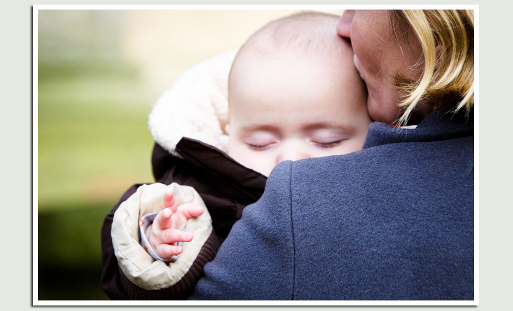baby-photography-with-mum-outdoors