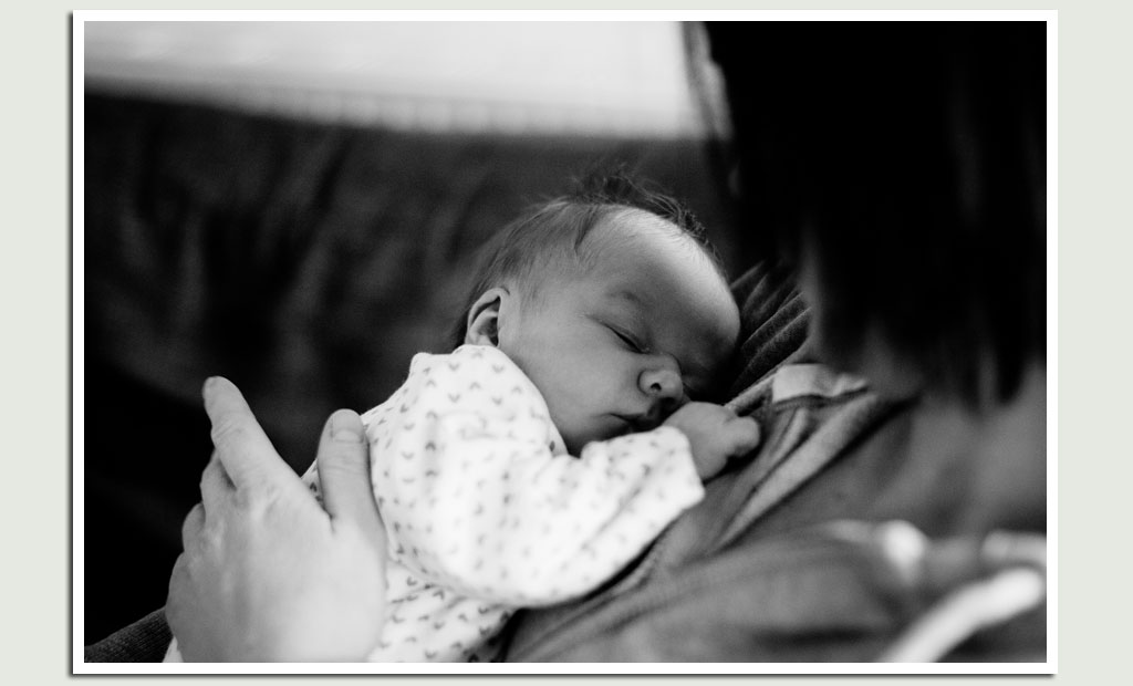 newborn-baby-portrait-with-mum